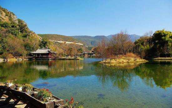 观音峡风景区位于丽江古城以南17公里处的七河乡境内.
