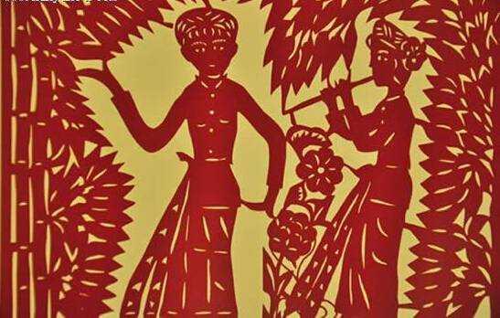 剪纸是傣族人民最喜爱的一种民间艺术。早在原始宗教盛行时候,人们便以剪纸作为祭祀神灵之物;佛教传人傣族地区并逐渐昌盛起来之后,傣族人民又以剪纸作为赕佛用品。当然,这也只是一个侧面,傣族剪纸的最大功能,是用于布置居室、美化环境或筹办婚丧红白喜事。为此,傣族的剪纸艺术,可分为宗教性的和民俗性的两部分。现在主要流传于德宏傣族景颇族自治州潞西市。 傣族剪纸最早见于本民族祭祀所用的纸马,后来在佛教文化和汉文化的影响下逐步充实发展,并被广泛应用于喜庆、宗教、丧葬及居家装饰等方面。傣族剪纸使用特制的剪刀、刻刀、凿子和锤子
